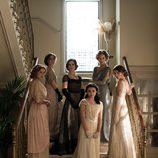 Todas las hermanas de 'Seis hermanas' en una imagen promocional