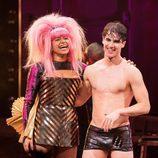"Rebecca Naomi Jones y Darren Criss en ""Hedwig And The Angry Inch"""