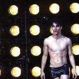 """Darren Criss entrando al escenario en su debut en """"Hedwig And The Angry Inch"""""""