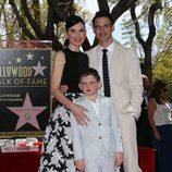 Julianna Margulies con su marido e hijo en el Paseo de la Fama