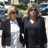 Maria Teresa Campos y Terelu durante el entierro de Jesús Hermida