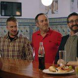 Los amigos de Iñaki descubren Sevilla y sus gentes en el sexto capítulo de 'Allí abajo'