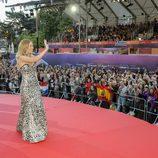 Edurne saluda al público en la Ceremonia de Bienvenida en Viena