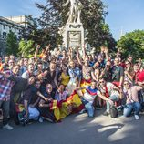 Los fans del Festival de Eurovisión 2015 posan junto a Edurne en Viena