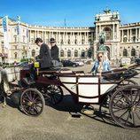 Edurne pasea por la Heldenplatz de Viena en un carruaje de caballos