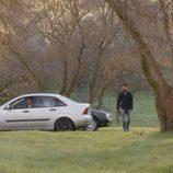 Faruq andando por un bosque en el sexto capítulo de la segunda temporada de 'El Príncipe'