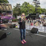 Edurne ensaya en el Eurovision Village durante Eurovisión 2015