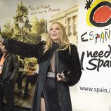 Edurne visita el stand de España en el Eurovision Village