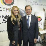 Edurne con el embajador de España en Viena en el Eurovision Village