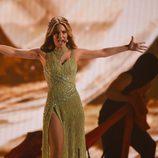 Edurne muestra su vestido verde durante el ensayo de la Final de Eurovisión 2015