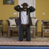 Khaled se tapa los ojos en el séptimo capítulo de la segunda temporada de 'El Príncipe'