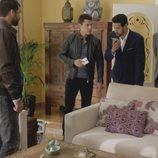 Khaled habla por teléfono en el octavo capítulo de la segunda temporada de 'El Príncipe'