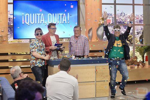 Los Morancos presentando una de las pruebas de 'Jugamos en casa'