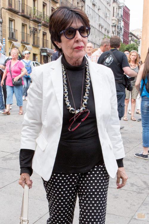 Concha Velasco acude al funeral de Pedro Zerolo