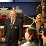 El equipo de 'CSI: Las vegas' pregunta a los testigos en el aeropuerto