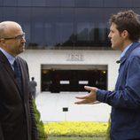 Jesús Cintora y un abogado conversan para 'En la caja'