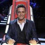 Alejandro Sanz sonríe en la final de 'La voz 3'