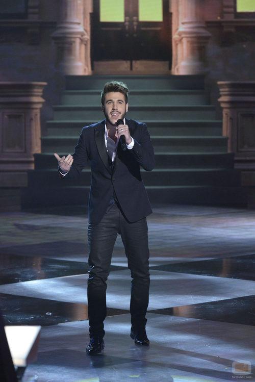 El ganador de 'La voz 3', Antonio José, actúa emocionado en la final del programa
