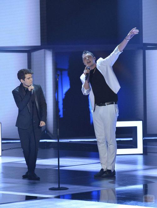 Maverick y John actúan juntos en la final de 'La voz 3'