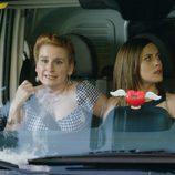 Dolores, Carmen y Rafi corren en furgoneta en busca de iñaki en el capítulo trece de 'Allí abajo'