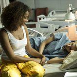 Rizos visita a Macarena en la enfermería en el décimo capítulo de 'Vis a vis'
