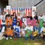Paula Prendes y los concursantes de 'Cocineros al volante' posando en la presentación