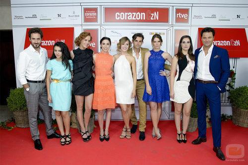 El reparto de 'Seis hermanas' en el especial 5.000 programas de 'Corazón'