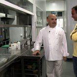 Ángel León visita las cocinas gaditanas en el segundo capítulo de 'El Chef del Mar'