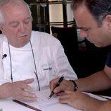 Ángel León junto a Juan Mari Arzak en el primer episodio de 'El Chef del Mar'