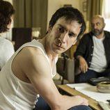 Román está preocupado por el secuestro del Egipcio en el octavo capítulo de 'Vis a vis'