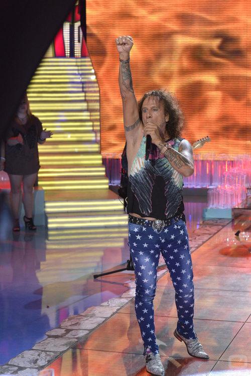 Fortu canta con su grupo Ubús en la gala final de 'Supervivientes 2015'