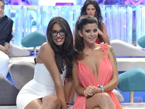 Lucía y Lola posan en la gala final de 'Supervivientes 2015'
