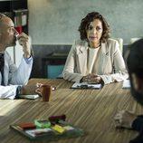La directora de Cruz del Sur se reúne con el equipo en el sexto capítulo de 'Vis a vis'