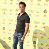 John Stamos posa en el photocall de los Teen Choice Awards 2015