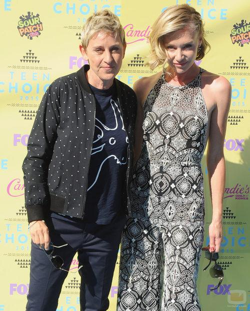 Ellen DeGeneres y Portia de Rossi en los Teen Choice Awards 2015