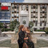 Corina Randazzo y Torito se besan en una fuente