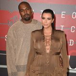 Kanye West y Kim Kardashian en los MTV Video Music Awards 2015