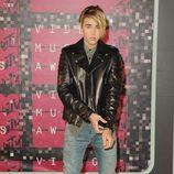 Justin Bieber posa en la alfombra roja de los MTV VMA
