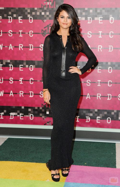 Selena Gomez posó en la alfombra roja de los MTV VMA