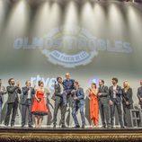 El equipo al completo de 'Olmos y Robles' en el escenario del FesTVal
