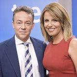 Sergio Sauca y Pilar García Muñiz, presentadores del TD-1