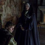 Carlos V se postra ante su madre, Juana I de Castilla en 'Carlos, Rey Emperador'