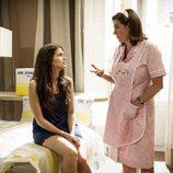 Luisa Martin y Sára Sálamo, en un momento de confidencias en la segunda temporada de 'B&b, de boca en boca'