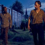 Lennie James y Andrew Lincoln son Morgan Jones y Rick Grimes en la sexta temporada de 'The Walking Dead'