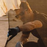 Héctor comienza a investigar el lugar del asesinato en  'Mar de plástico'