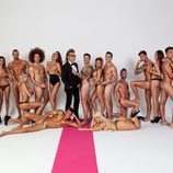 Lukas, desnudo, a los pies de Torito