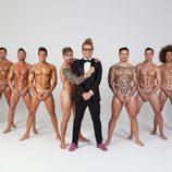 Lukas, totalmente desnudo en Primera Línea