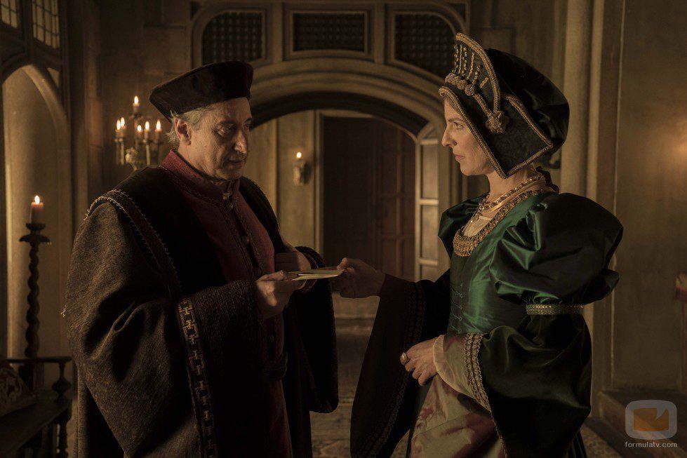 Margarita de Habsburgo conversa con Mercurino en 'Carlos, Rey Emperador'
