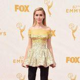 Kiernan Shipka en los Premios Emmy 2015