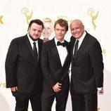 John Bradley-West, Alfie Allen y Conleth Hill en los Emmy 2015